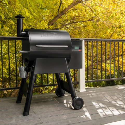 Traeger Pro 575 D2 Wood Pellet Smoker - Free Traeger Cover and One Bag of Traeger Pellets Included