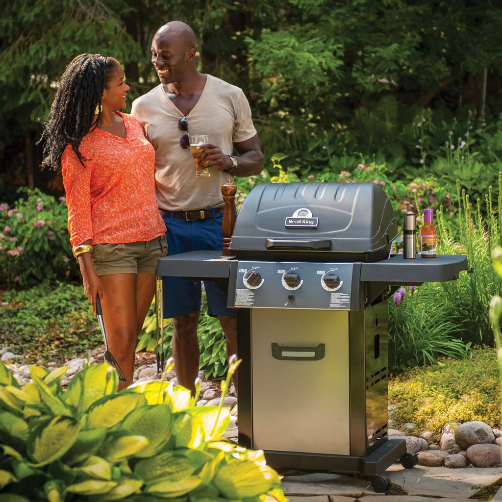 Broil King BBQ - Royal 320 - With Cast Iron Cooking Grids & Limited Lifetime Guarantee